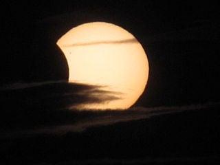 Imagem do eclipse parcial do sol de 4 Jan. 2011. Crédito: Neil Parley, U.K.