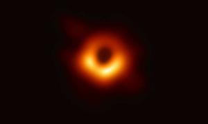 (Portal): Primeira imagem de um buraco negro confirma a Teoria da Relatividade de Einstein